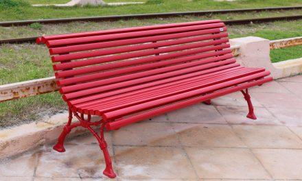 Un banc rouge pour JULIE